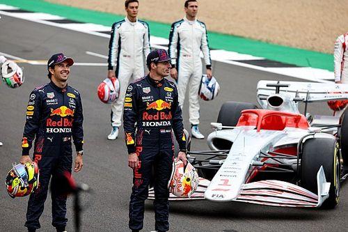 """Verstappen bespreekt 2022-auto: """"Langzamer, maar hopelijk betere races"""""""