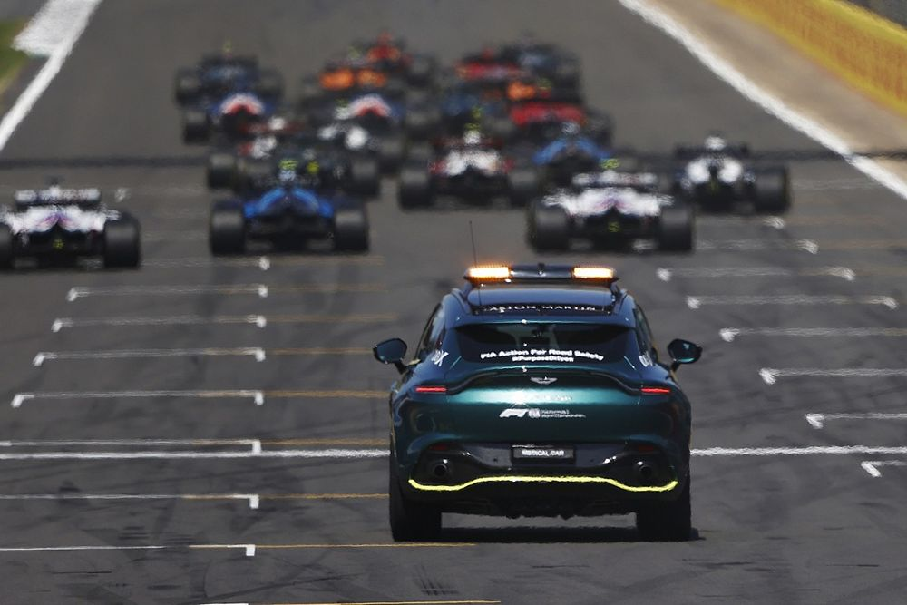 Макс и два Mercedes: стартовая решетка Гран При Нидерландов