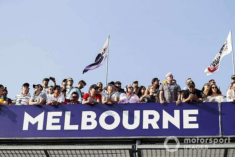 Megérkeztek az első F1-es csomagok Ausztráliába: videó