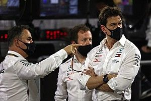 A Mercedes komolyan gondolja Grosjean búcsútesztjét