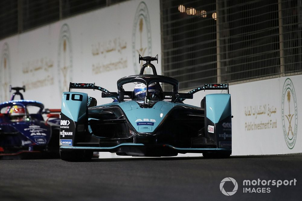 """F-E: Jaguar assina permanência para era do Gen3; Mercedes deve tomar decisão """"nas próximas semanas"""""""