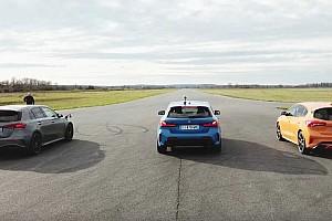 Videó: Képes-e a Ford Focus ST tartani a lépést a Mercedes-AMG A45 S és a BMW M135i mellett?