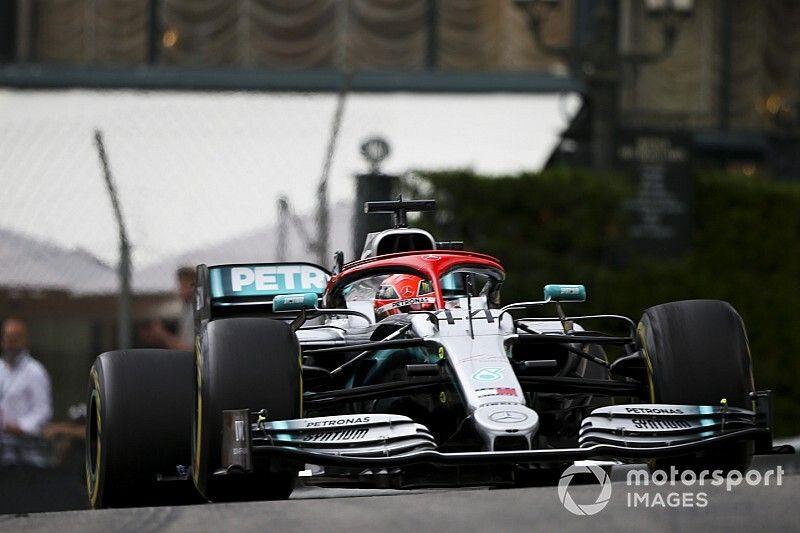"""Hamilton """"salvó"""" a Mercedes tras un error con los neumáticos"""