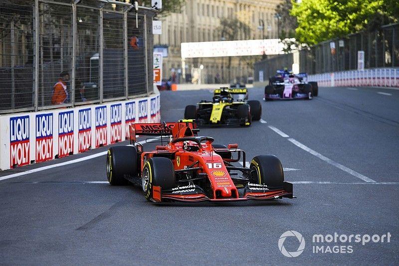 """Leclerc diz que gostaria de ter antecipado parada, mas absolve Ferrari: """"havia uma razão para continuar"""""""