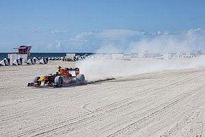 La increíble aventura de Verstappen con el Red Bull por Estados Unidos