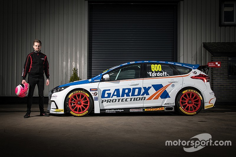 Tordoff returns to BTCC with Motorbase Ford
