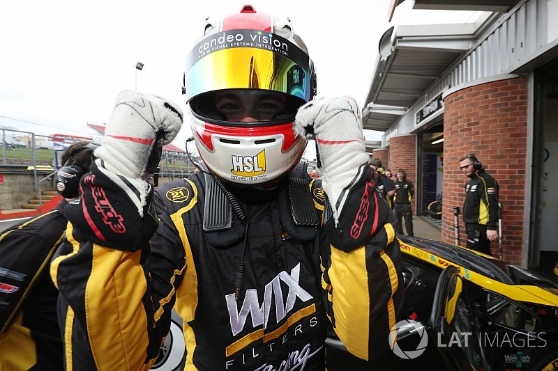 Snetterton BTCC: Goff holds off Sutton to win wet Race 1