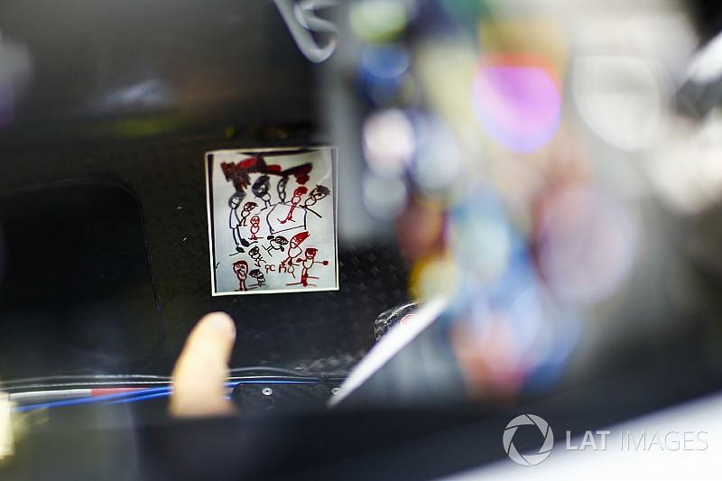 Грожан рассказал про рисунок сына, вклеенный в кокпит Haas