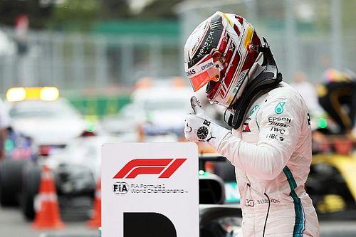 Hamilton wint spectaculaire race in Baku, Verstappen en Ricciardo clashen