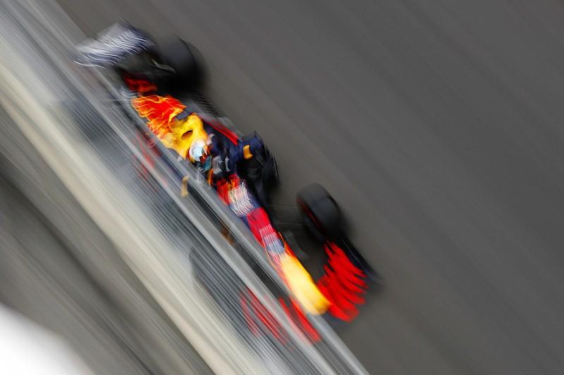 Гонщиків Red Bull зобов'язали перепросити співробітників за аварію