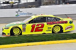 Ryan Blaney holds off Bowyer to win Stage 2 at Martinsville