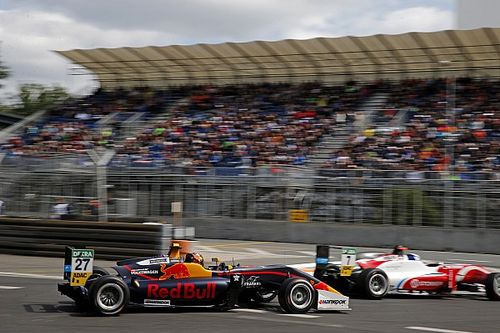 Dan Ticktum gana con 'photo-finish' en la 3ª manga del Norisring