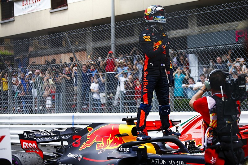 Ricciardo életveszélyes lenne Vettel számára a Ferrarinál?