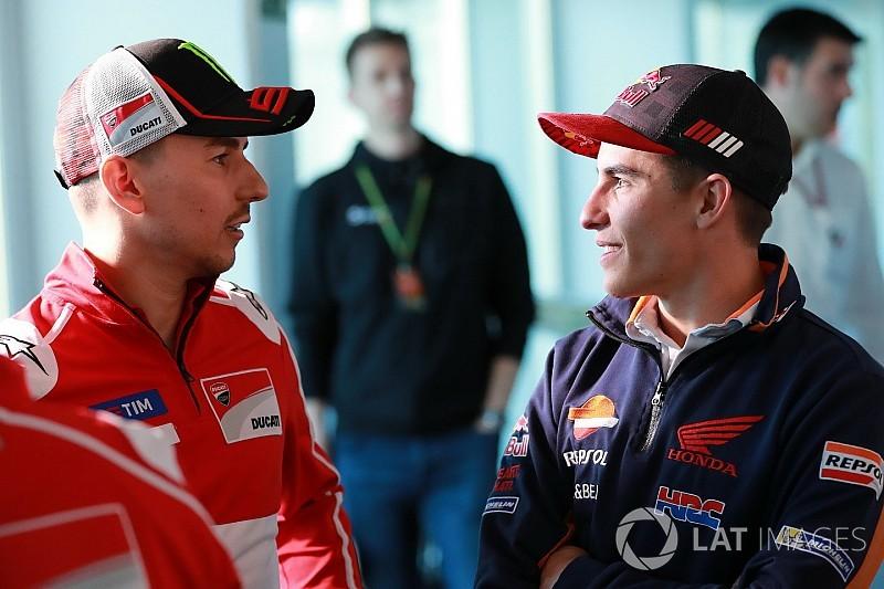 Lorenzo dalam pembicaraan dengan Honda