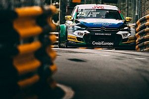 Macau WTCC: Bennani wins as Michelisz crash blocks track