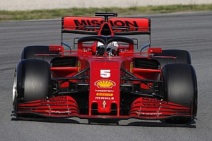 Феттель вылетел с трассы на тестах Формулы 1 в Барселоне