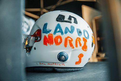 Norris con un casco disegnato da una bambina di 6 anni