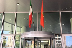 Ferrari kontynuuje tradycję