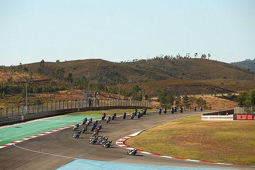 Los pilotos se posicionan ante la entrada de Portimao en MotoGP