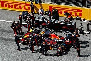 A Red Bull nem tud mit kezdeni a Mercedes motorerejével, Verstappen autója sérült is volt
