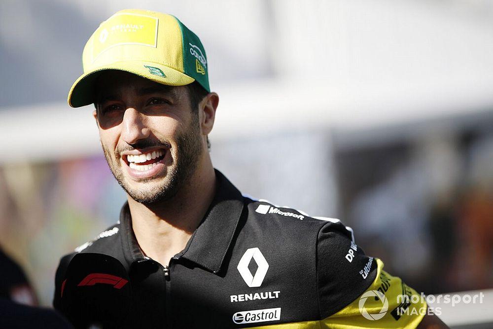 Риккардо потребовали уволить из Renault за расистский рэп