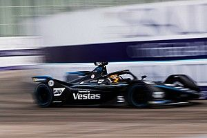 Vandoorne wint laatste ePrix van het seizoen, P2 voor De Vries