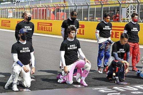 В Формуле 1 прошла церемония коленопреклонения. 7 гонщиков отказались вставать на колено