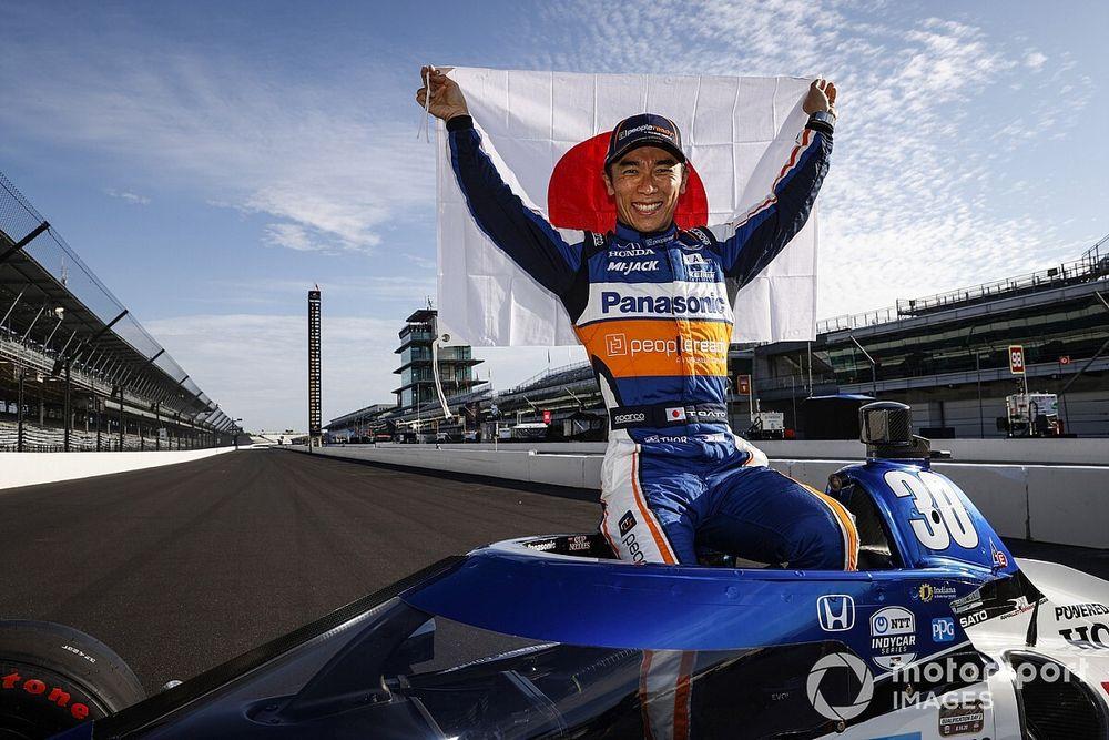 La Indy 500 è di Sato: Dixon beffato nel finale, male Alonso
