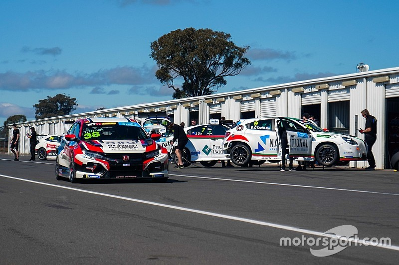 TCR Australia evaluation test attracts 22 drivers