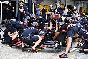 Egészen közelről a Red Bull brutálisan gyors kerékcseréje