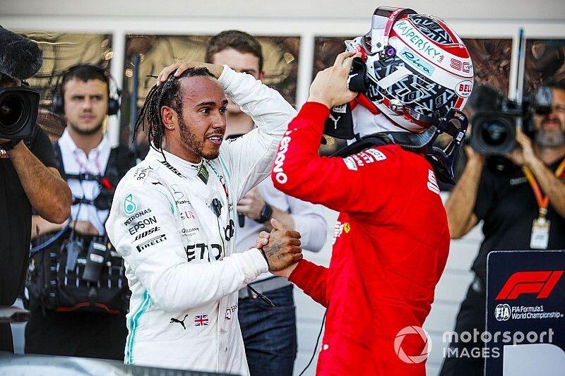 Hamilton: Ferrari nie powinno premiować Leclerca