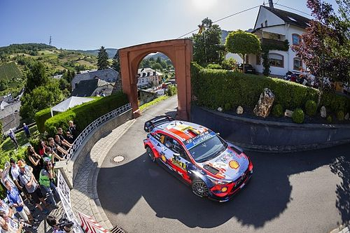 WRC Duitsland: Tegenslag Neuville, toeschouwer ontsnapt na val