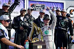 Cindric supera a Allmendinger para su primer triunfo en Xfinity
