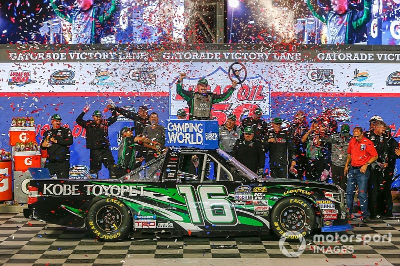 Brett Moffitt wins Phoenix Truck race with three-wide pass