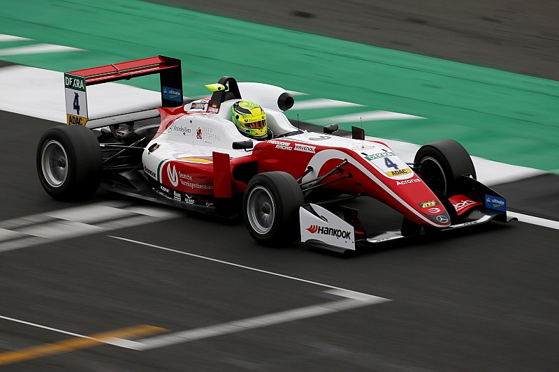 Silverstone F3: Schumacher dominates for second win