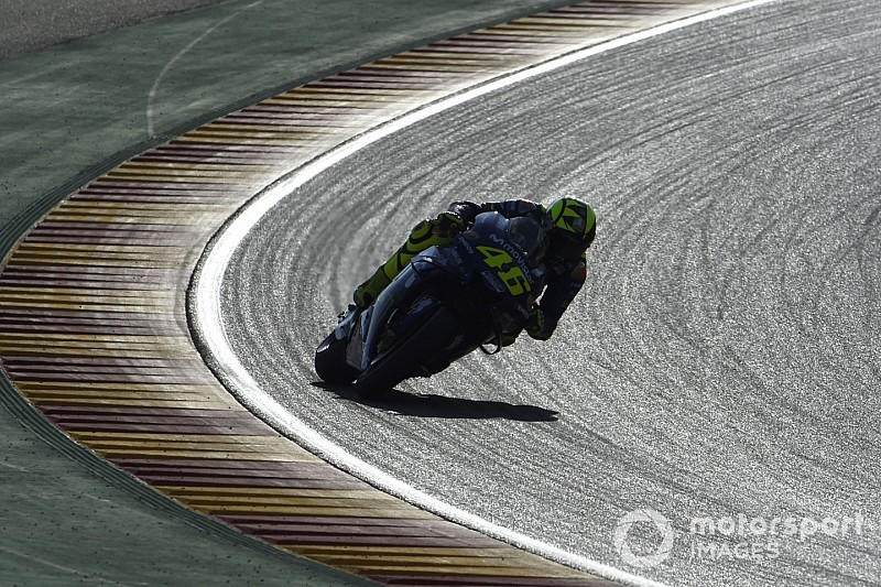 Rossi asegura que Yamaha debe cambiar todo, menos a los pilotos