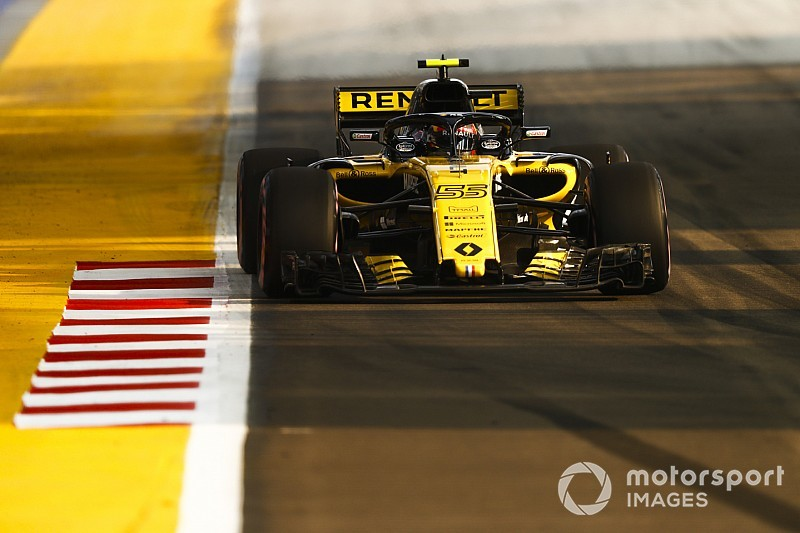 Sainz fears Renault will be strategic anomaly in Singapore