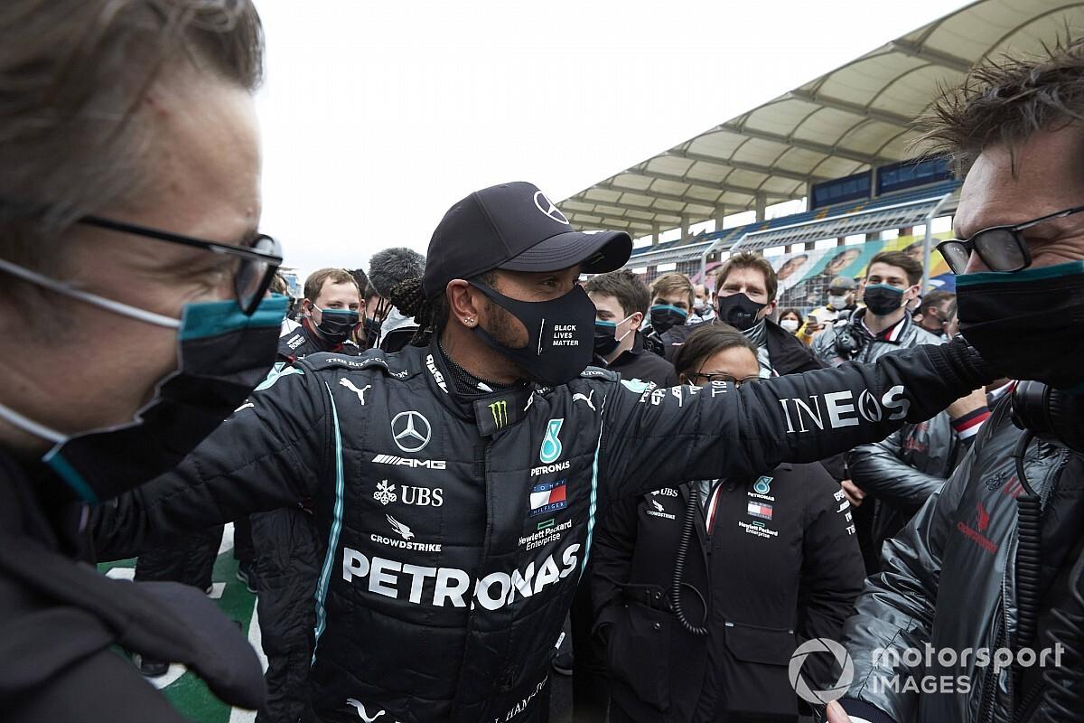 Volt főnöke szerint azt bizonyítja Hamilton teljesítménye, hogy nem a Mercedesnek köszönheti sikereit