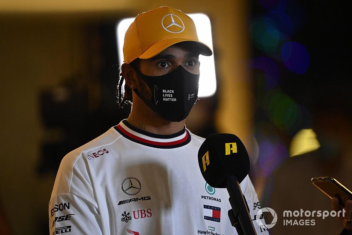 Hamilton yeni Mercedes kontratını Noel'den önce imzalamak istiyor
