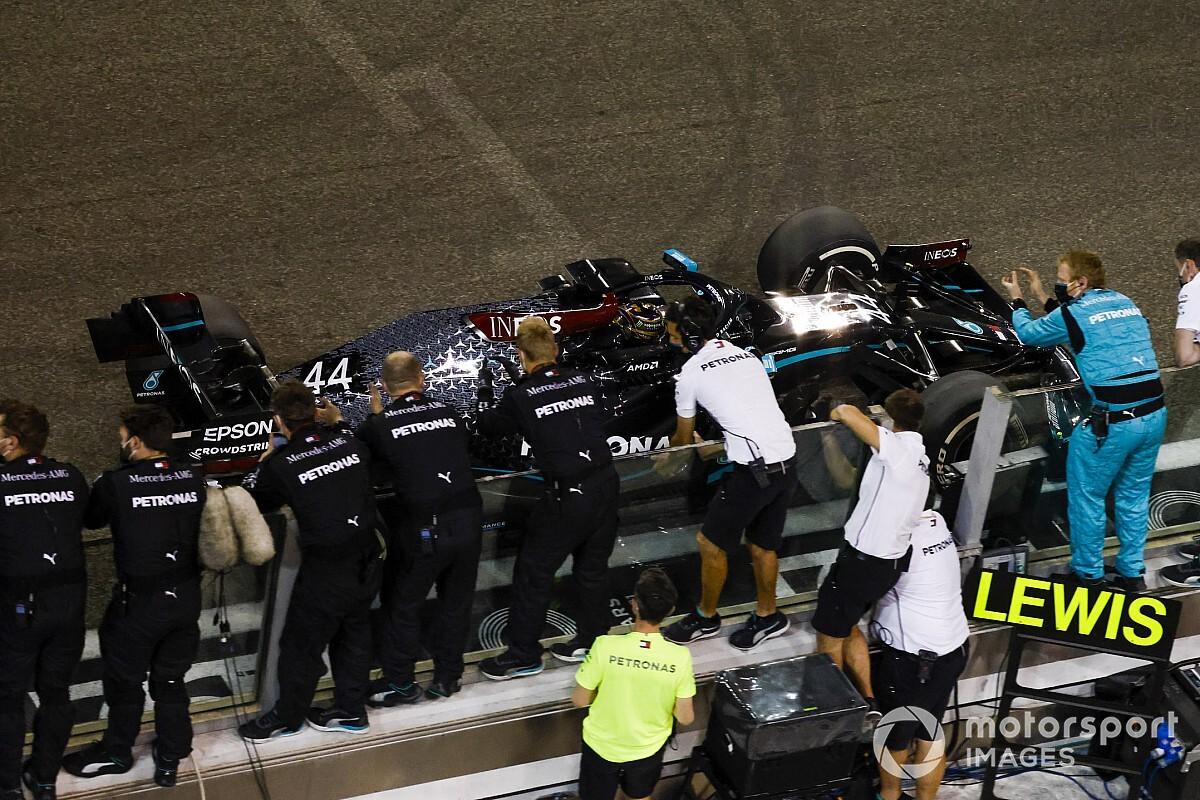 Harmadik fél döntheti el Hamilton és a Mercedes jövőjét