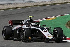 F2 Barcelona: Nyck de Vries wint sprintrace in Spanje