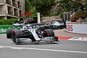 Пилоты Mercedes почти на секунду опередили соперников по итогам четверга в Монако