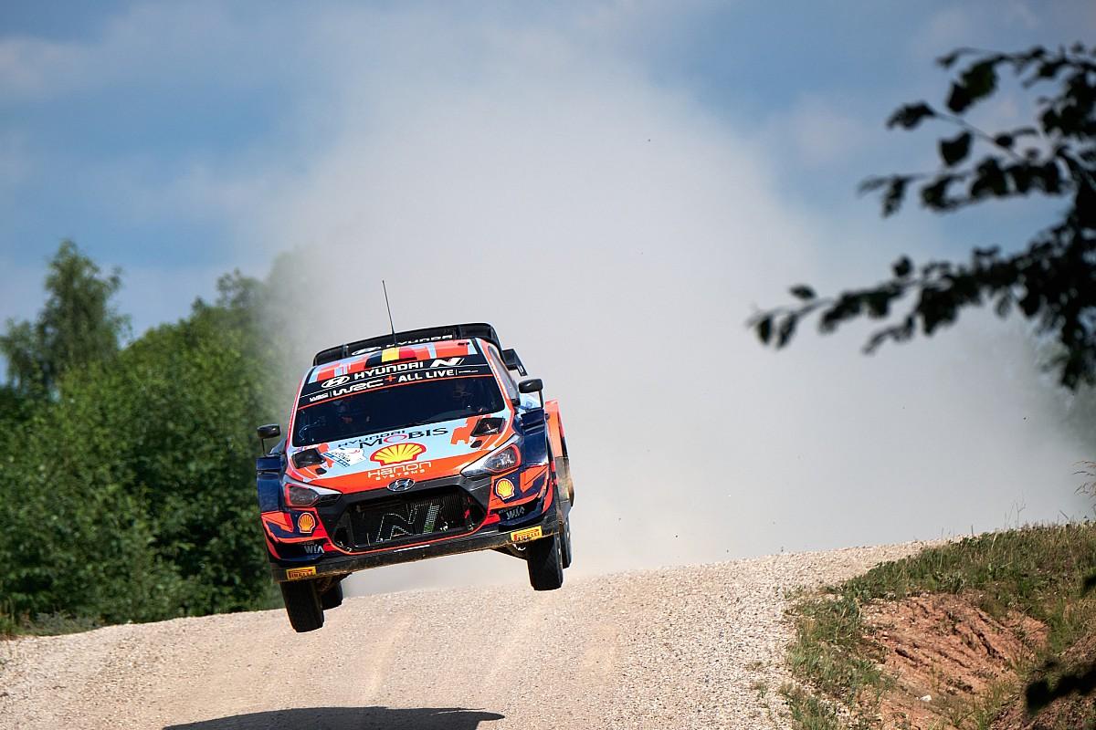 WRC, Rally Estonia, PS23: Neuville, scratch e penalità