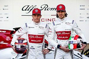 Räikkönen igazi sztárként repked: irány Genf!