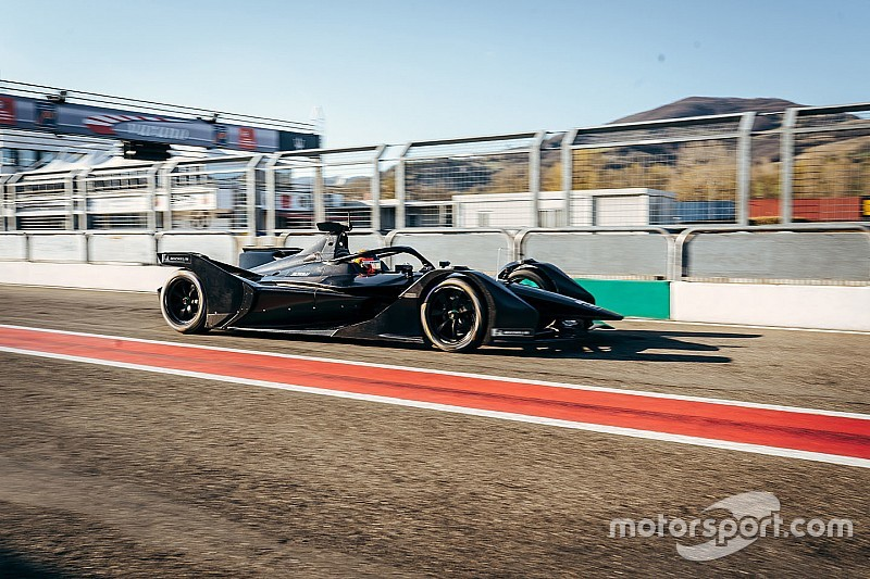 A Mercedes folytatja a tesztprogramot