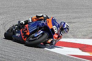 Estreante, Oliveira se vê tendo que usar 'estilo Márquez' na KTM