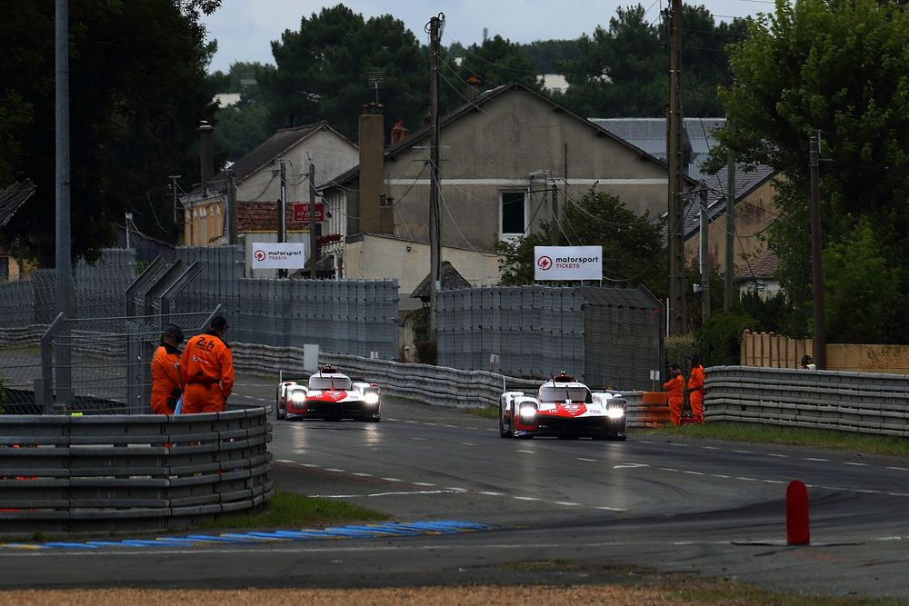 Проблемы с топливной системой не повлияли на лидерство Toyota в Ле-Мане