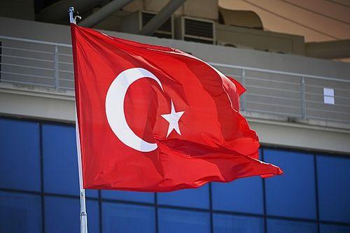 DIRETO DO PADDOCK: Hamilton trocará de motor na Turquia? Tudo sobre a quinta-feira da F1