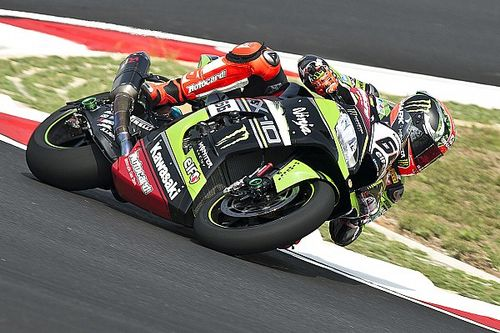 Sepang WSBK: Sykes claims dominant pole as Lowes pips Rea