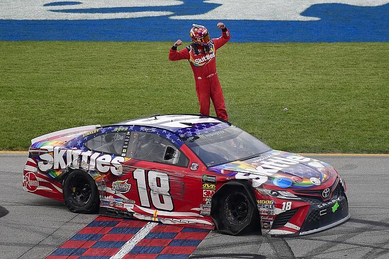 Busch supera Larson após última volta insana em Chicagoland